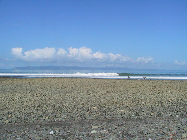 low tide, nice swell at Rio Claro (by Barry Donaldson)